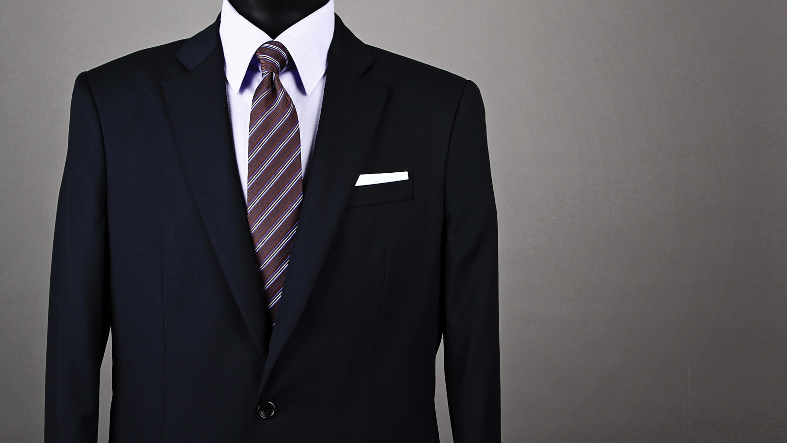 how to wear a pocket square with a tux